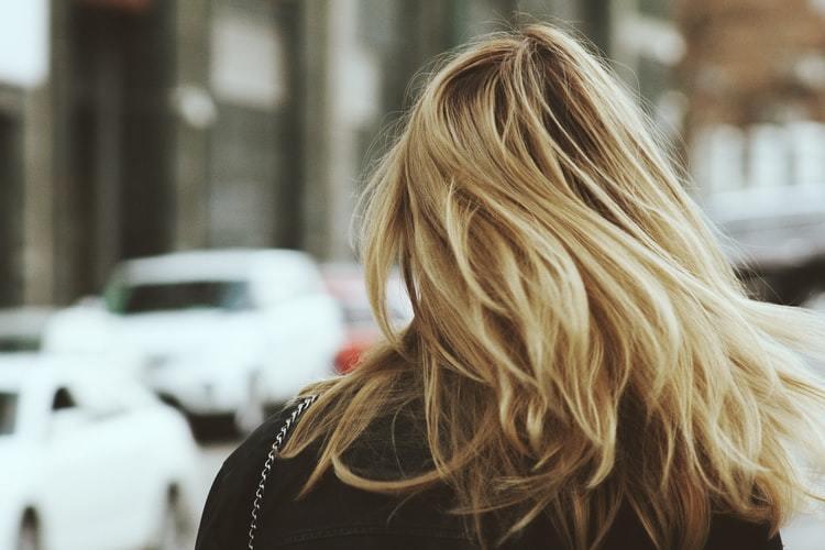 髪がパサパサの原因は?美しい髪を手に入れる為に本気のヘアケアを伝授!